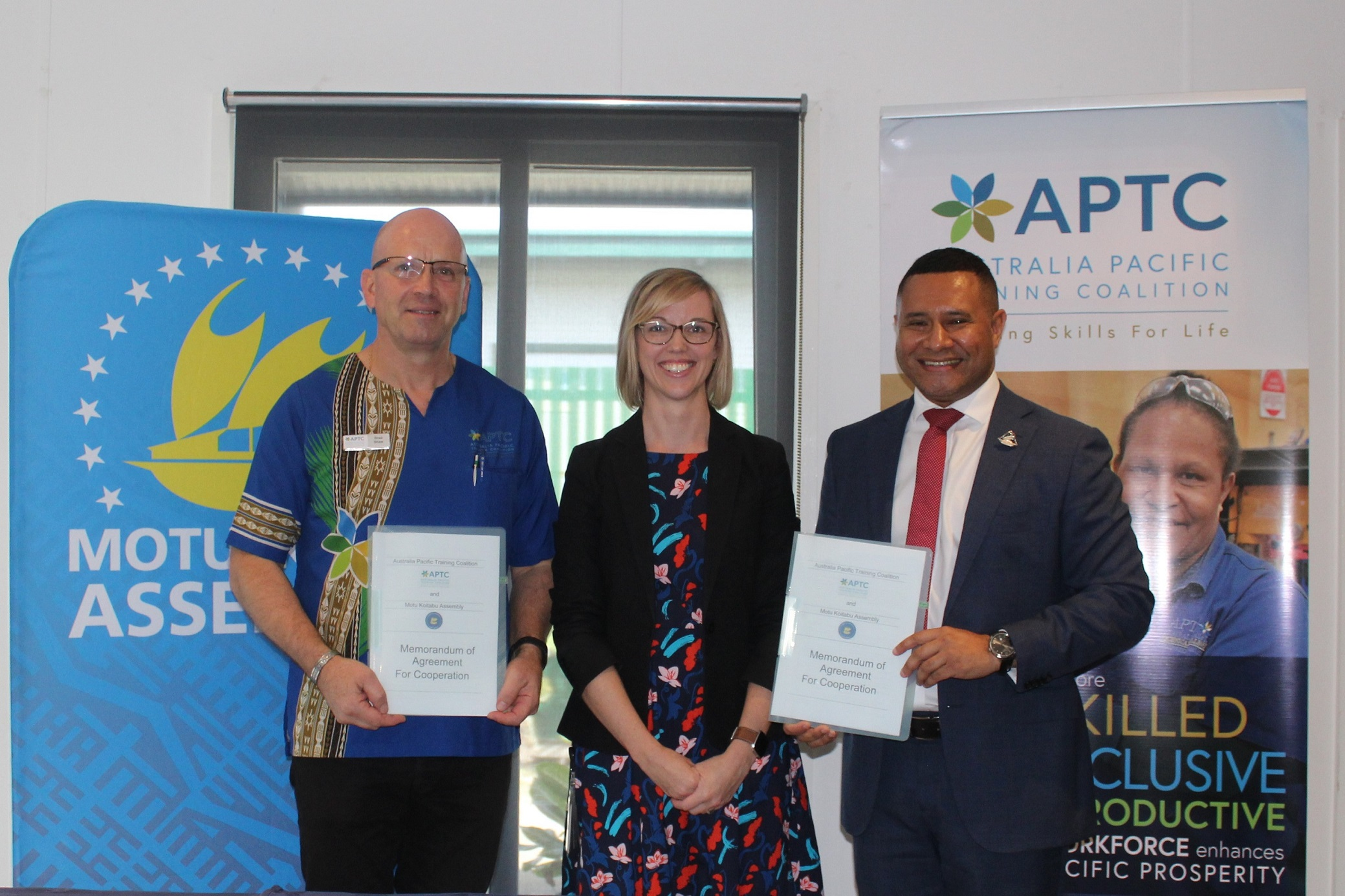 (L-R) Dr Brad Shaw APTC Country Director with Ms Janelle Denton the Acting Counsellor for the Education and Leadership Program at the High Commission and Mr Dadi Toka Jnr Chairman of the Motu Koitabu Assembly.